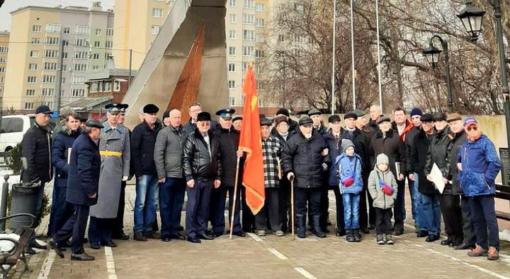 депутат Государственной Думы РФ Пятикоп Александр Иванович поздравляет ветеранов училища